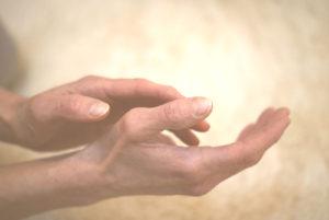 Andrea Deckers lichaamsgerichte therapie massage handen